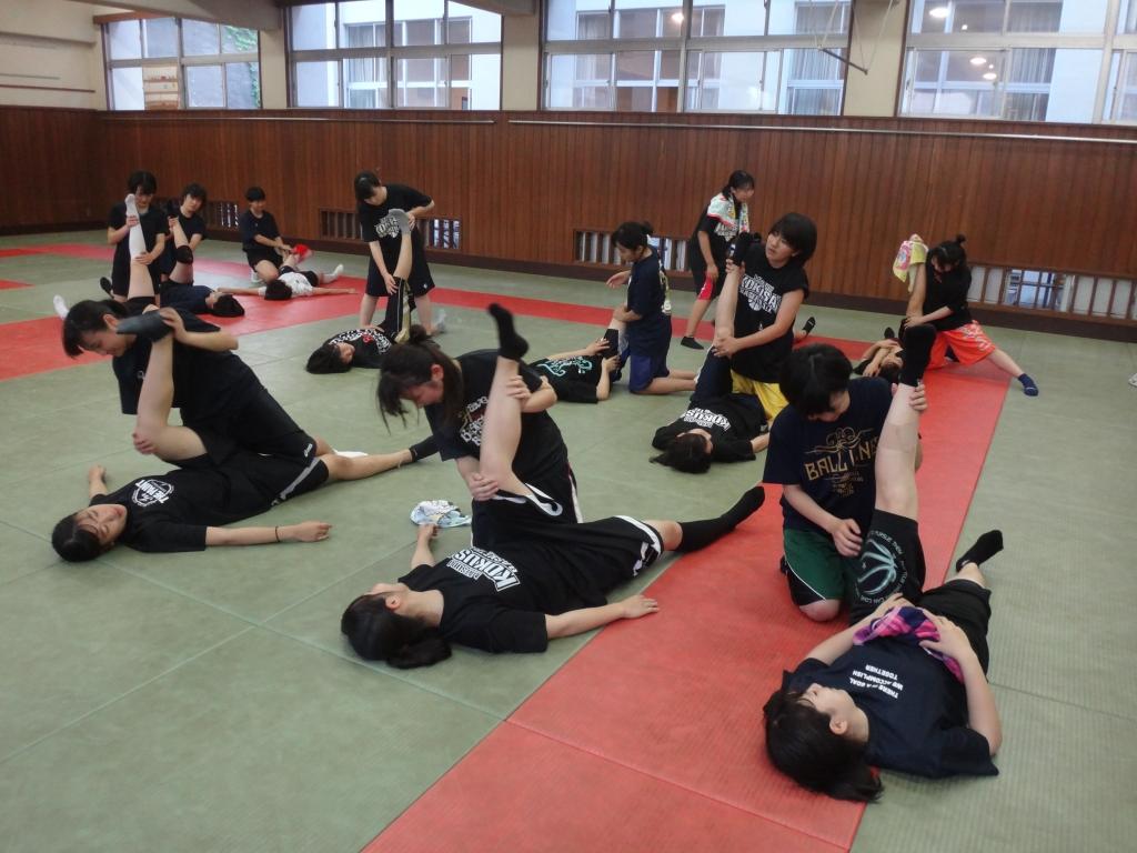 女子バスケットボール部、ストレッチ講座 - 千葉県立松戸国際 ...